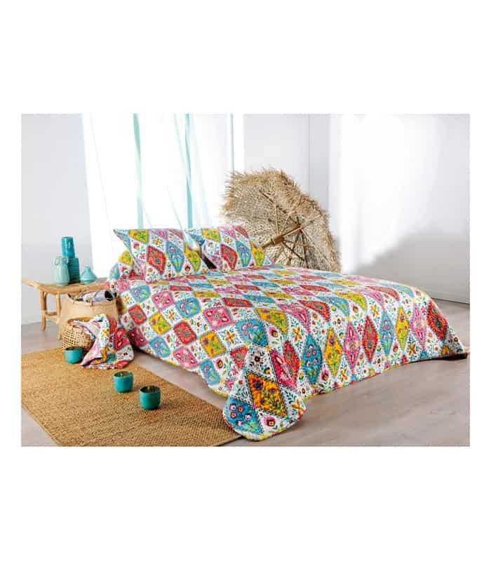 dessus de lit boh me chic pour d co roulotte. Black Bedroom Furniture Sets. Home Design Ideas
