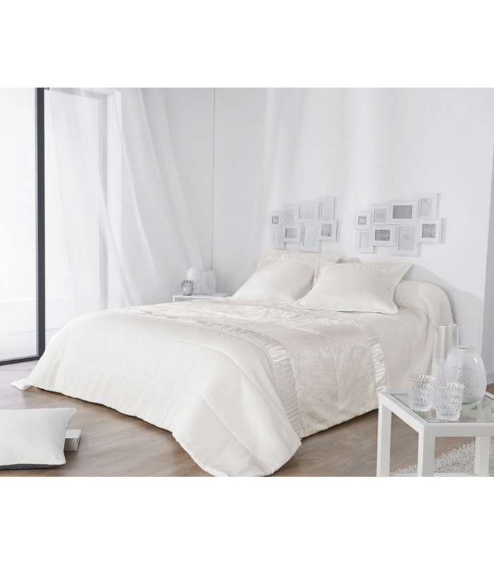 dessus de lit matelass piquage original brillant et raffin coloris blanc. Black Bedroom Furniture Sets. Home Design Ideas