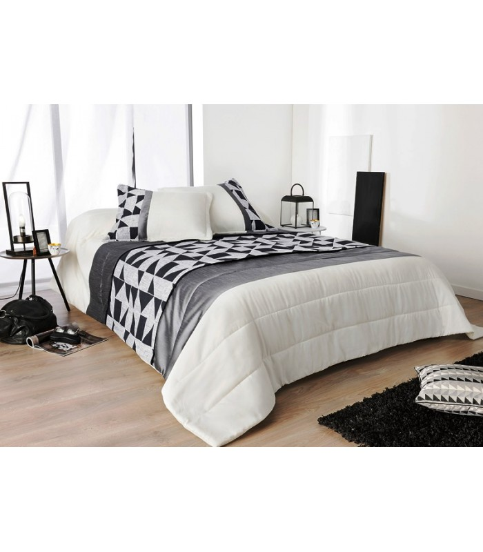 dessus de lit style couette matelass avec dessin noir et blanc. Black Bedroom Furniture Sets. Home Design Ideas