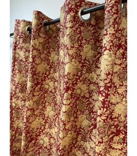 Rideau rouge fleuri style campagnard