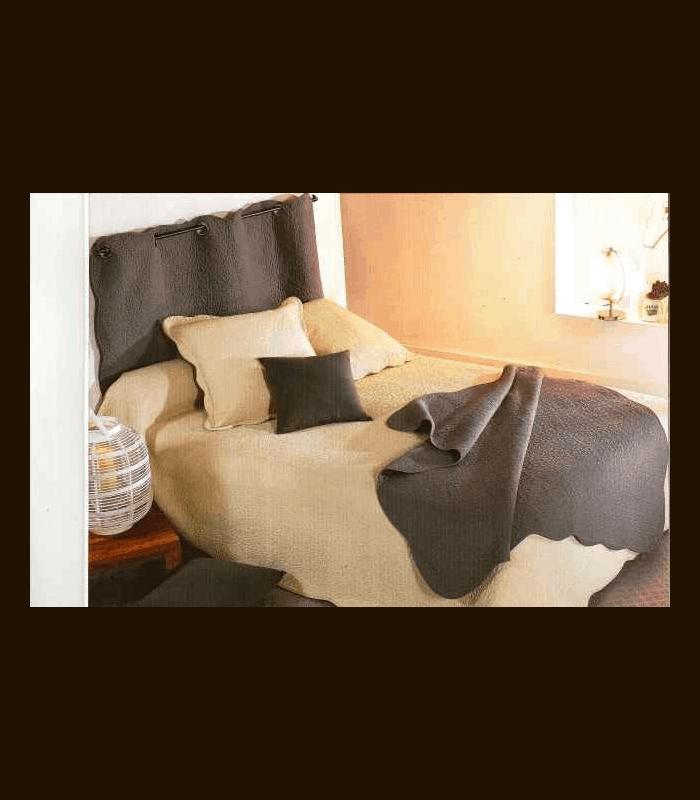 dessus de lit boutis provencal. Black Bedroom Furniture Sets. Home Design Ideas