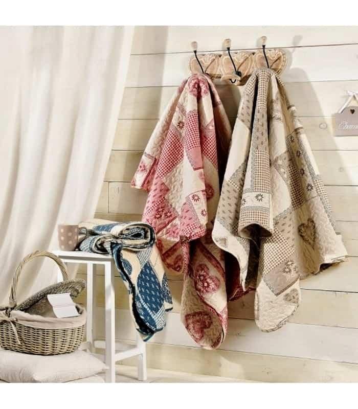 boutis plaid matelass montagne avec des motifs c ur et edelweiss. Black Bedroom Furniture Sets. Home Design Ideas